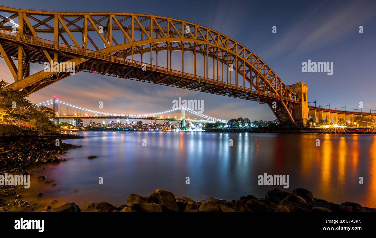 Hell Gate and Triboro bridge by night, in Astoria, Queens, New York - Stock Image