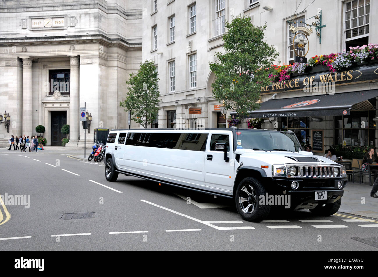 London, England, UK. Hummer H2 stretch limousine parked in Great Queen Street, by the Freemasons' Hall (behind, - Stock Image