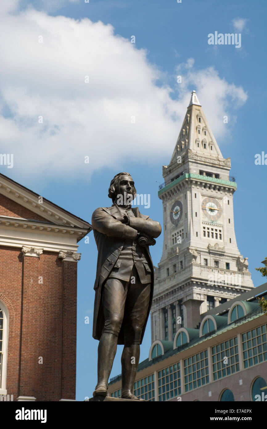 Massachusetts, Boston. Freedom Trail, Faneuil Hall. Samuel Adams statue in front of the historic Faneuil Hall and - Stock Image