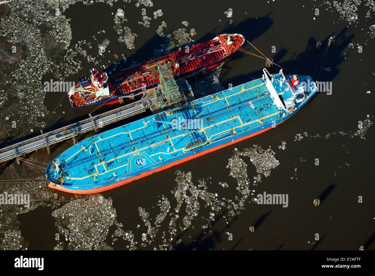'True', a tanker unloading crude oil in the Kattwykhafen harbour, aerial view, Hamburg, Germany - Stock Image