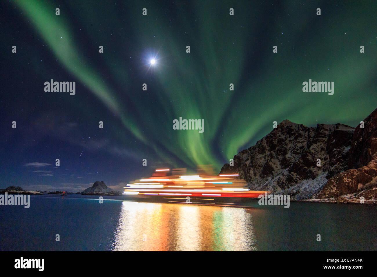Hurtigruten postal ship with northern lights - Stock Image