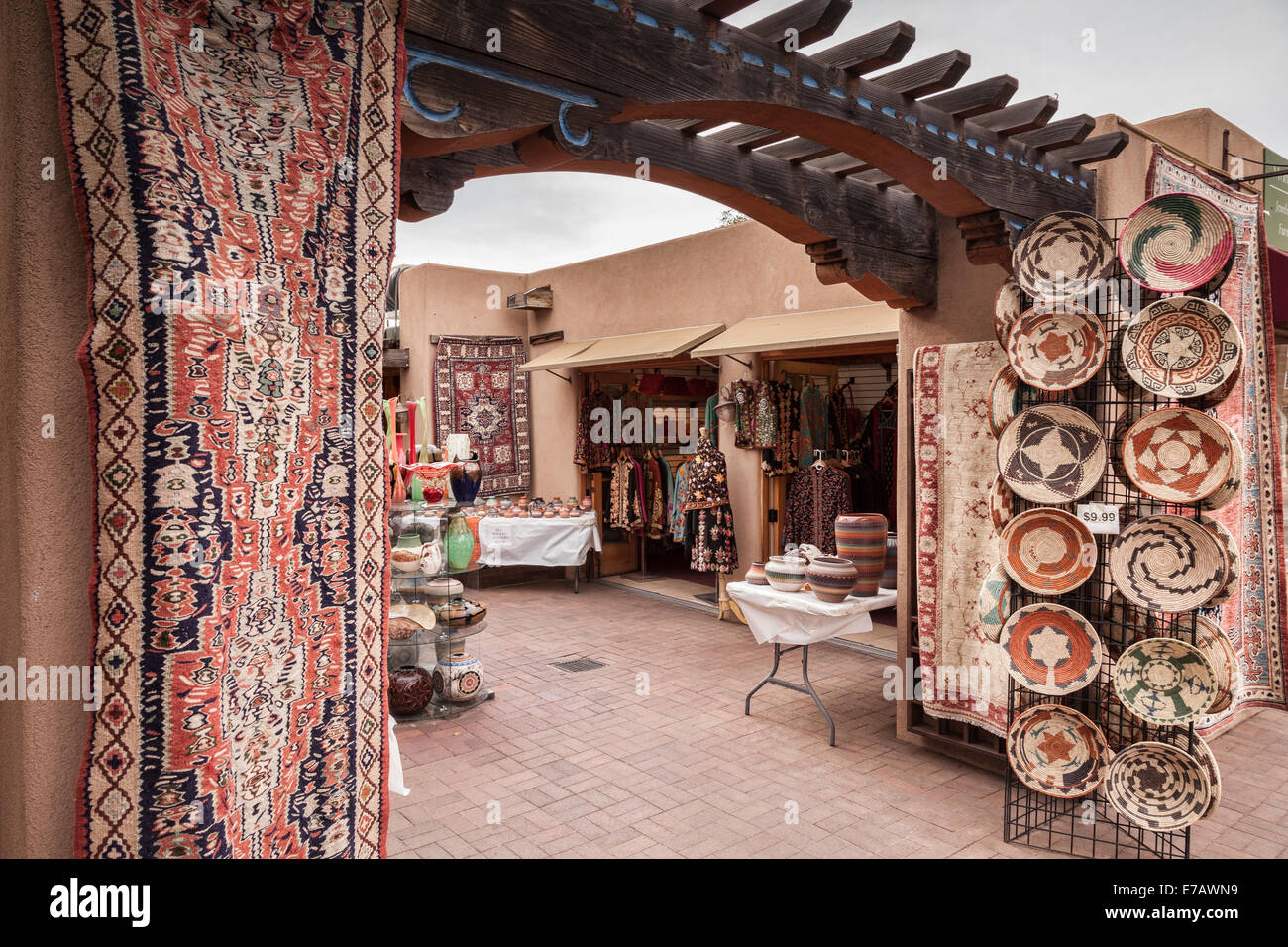 Shop selling examples of traditional crafts to tourists in Santa Fe, New Mexico. - Stock Image