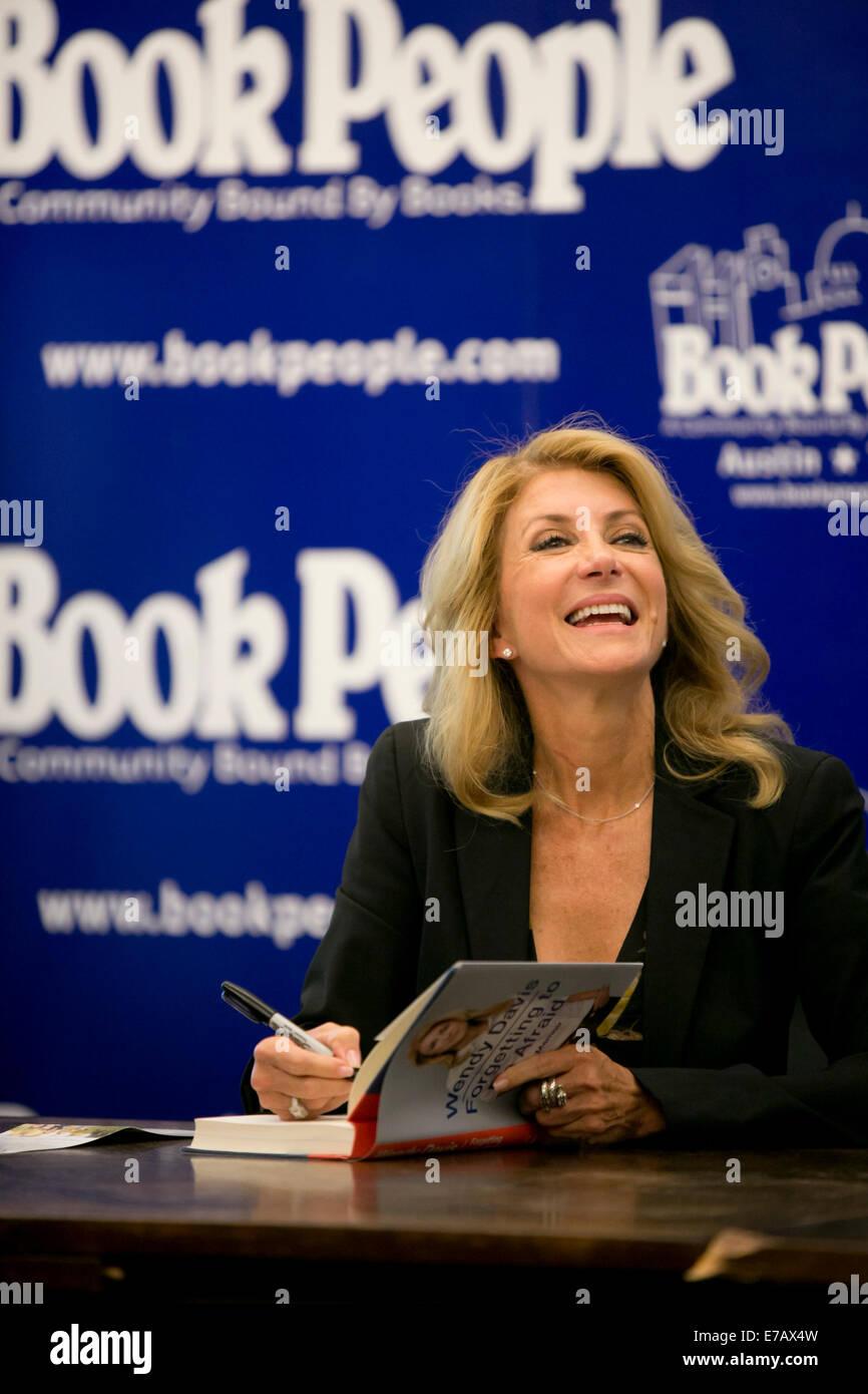 Austin, Texas. 11th Sep, 2014. Texas Democratic gubernatorial candidate Senator Wendy Davis, signs copies of her - Stock Image