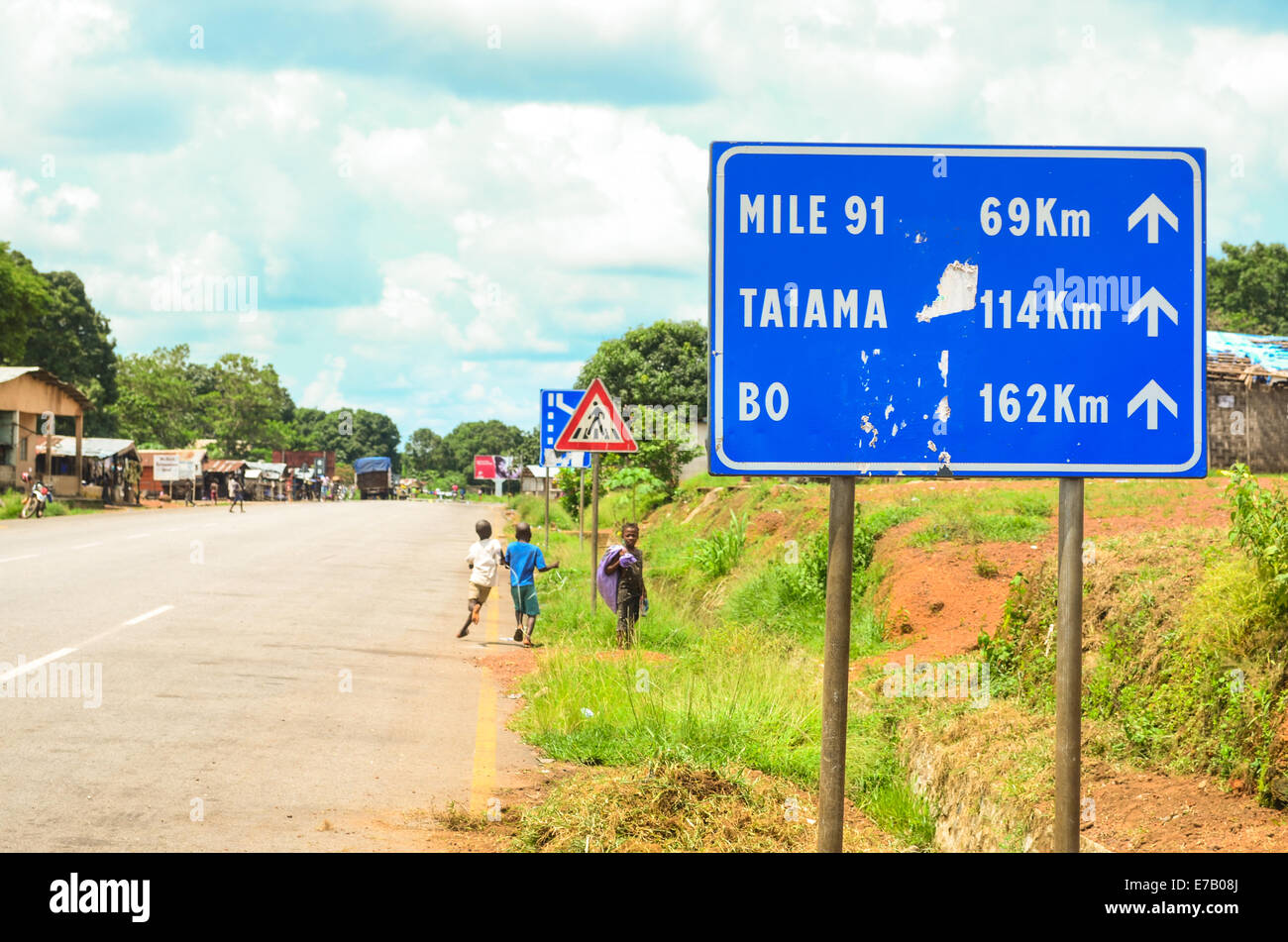 Road sign in Sierra Leone, directions eastbound (Liberia) to Mile 91, Taiama and Bo - Stock Image