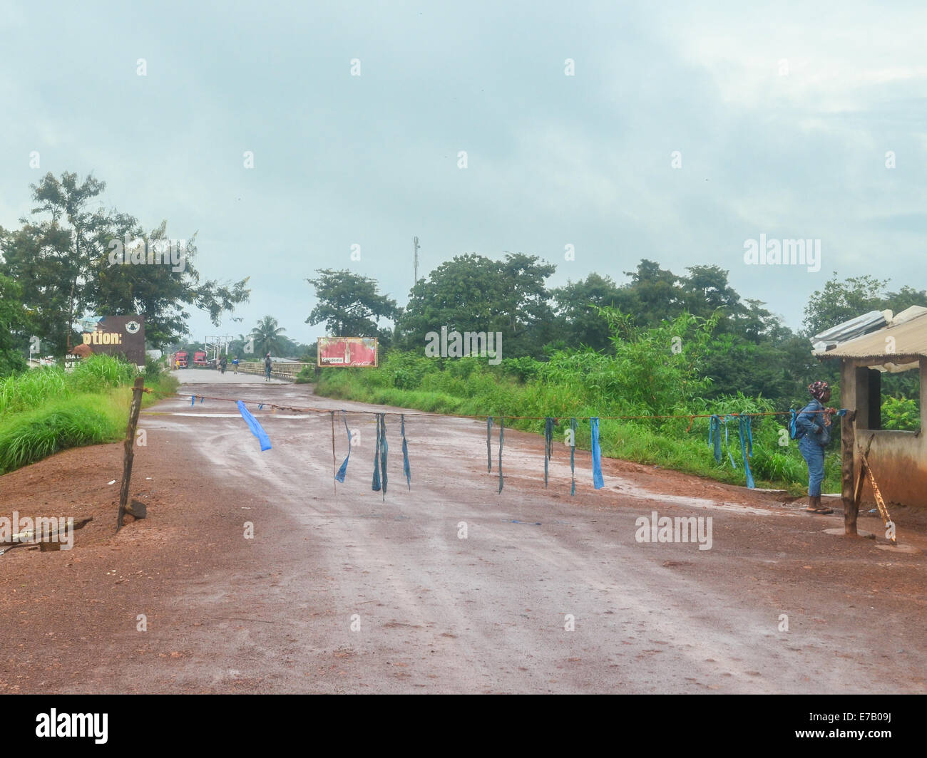 Road of the border between Sierra Leone and Liberia in Jendemah - Stock Image