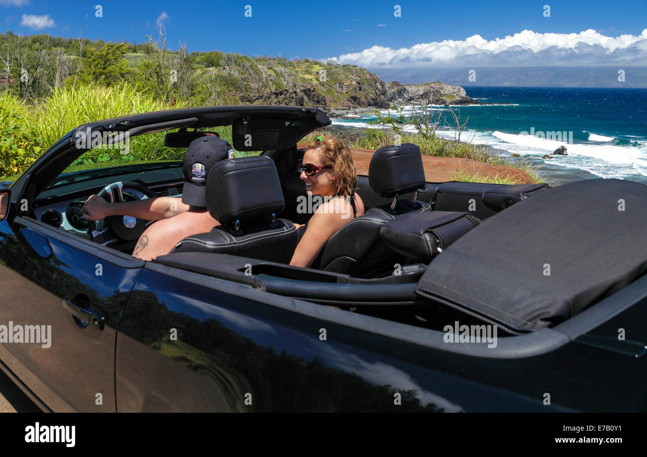 Couple in convertible exploring Maui - Stock Image
