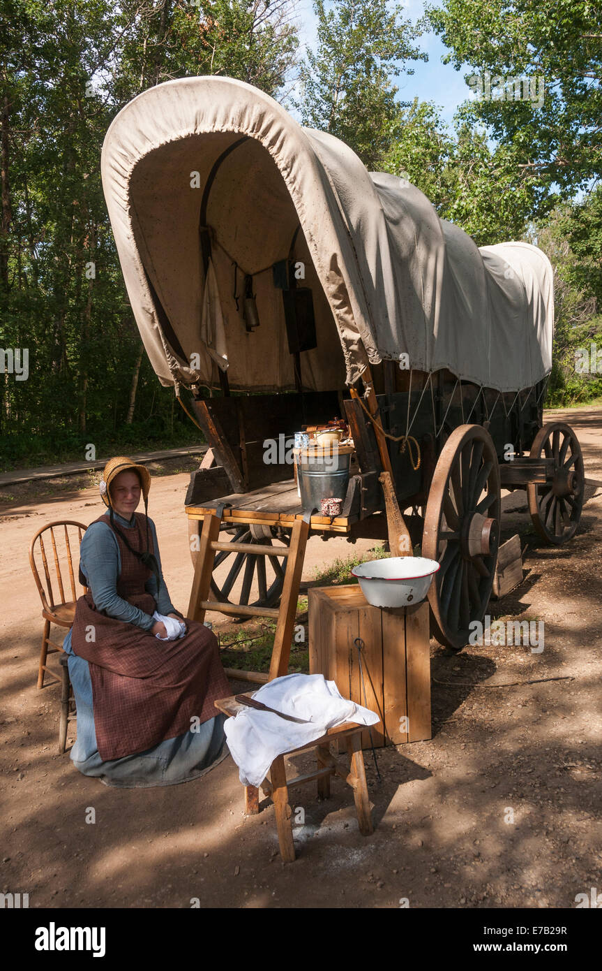 Elk203-5367v Canada, Alberta, Edmonton, Fort Edmonton, 1885 Street, covered wagon camp with period re-enactor - Stock Image