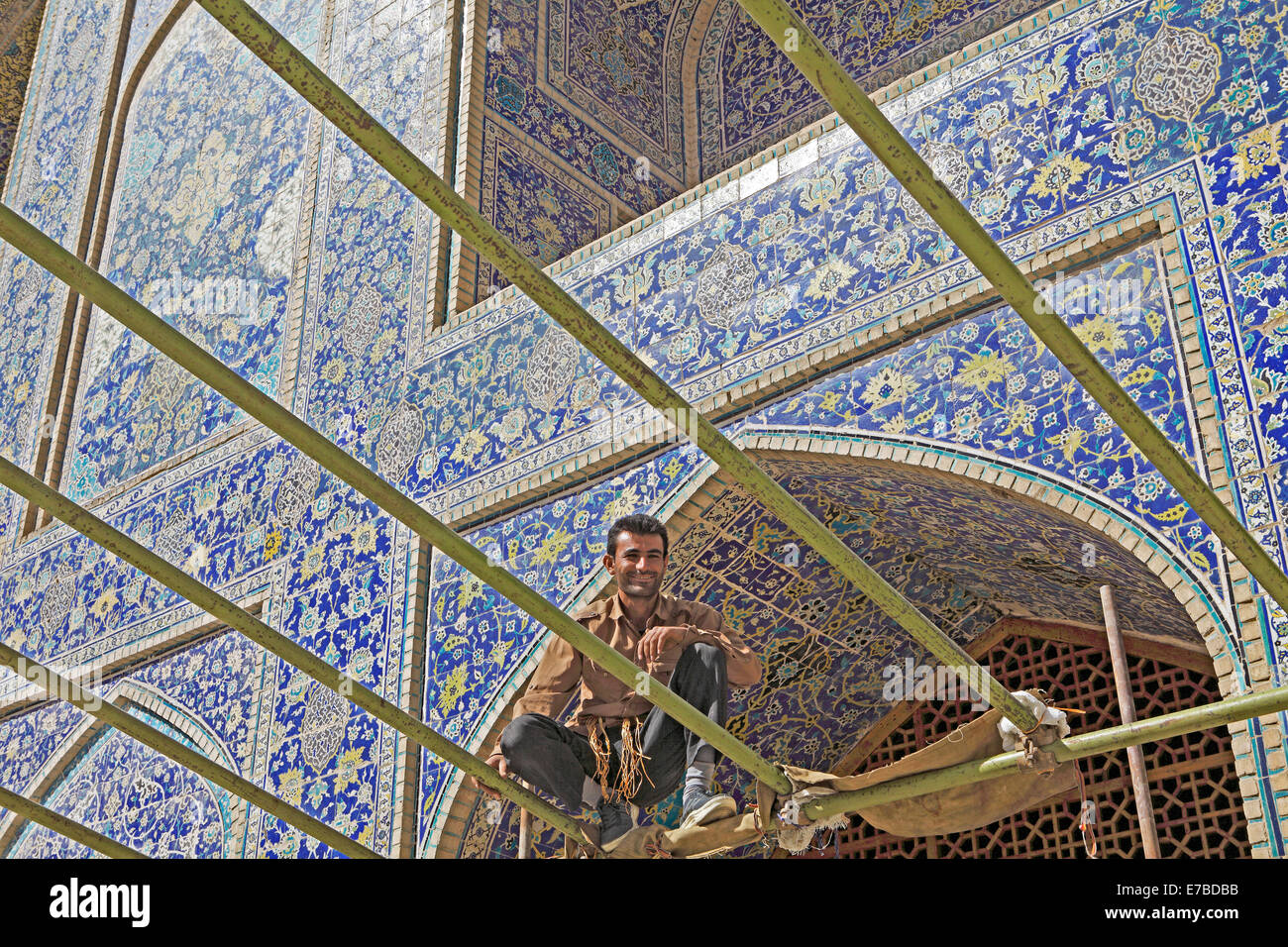 Scaffolder preparing sun protection for the Friday prayer, Imam Mosque, Isfahan, Isfahan Province, Persia, Iran - Stock Image
