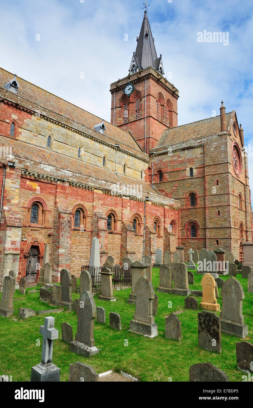 Cemetery in front of St. Magnus Cathedral, Kirkwall, Mainland, Orkney, Scotland, United Kingdom - Stock Image