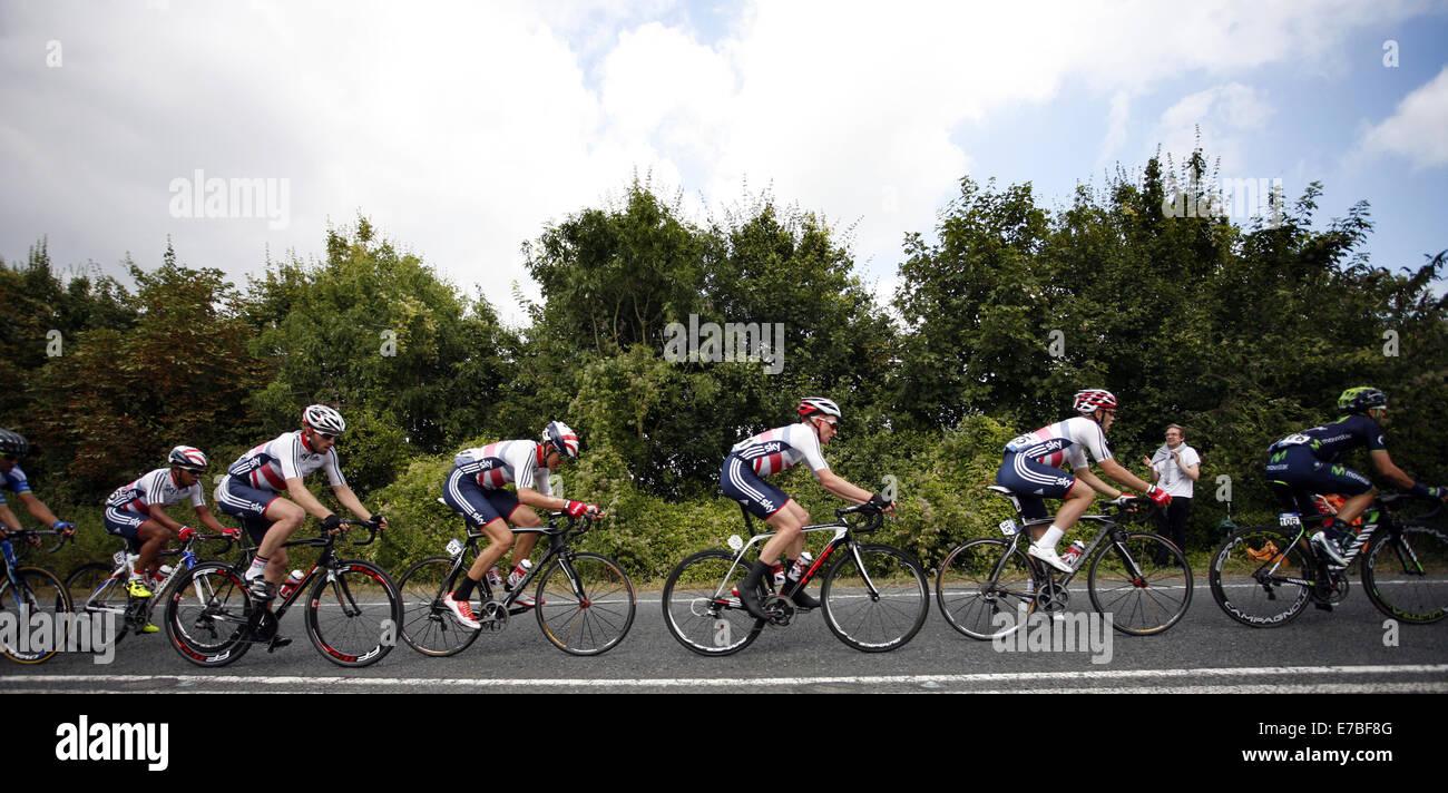 Crowmarsh, Wallingford, Oxfordshire, UK. 12th September 2014. Tour of Britain. the pelaton on stage 6 Bath to Hemel - Stock Image