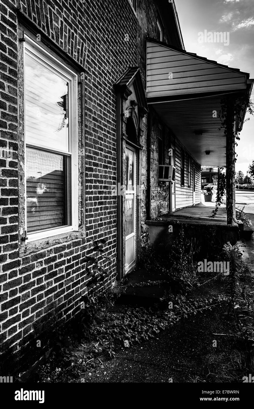 Old, run-down house in Abbottstown,  Pennsylvania. - Stock Image