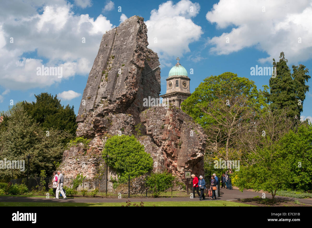 Ruined castle keep and St Mary Magalen's churchtower at Bridgnorth, Shropshire - Stock Image