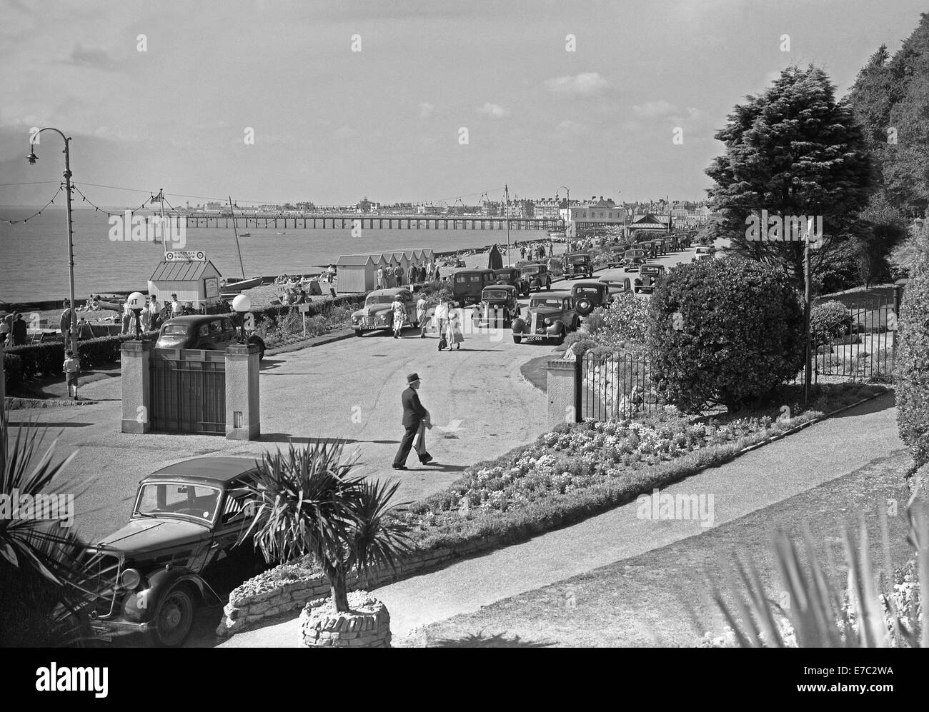 View south along the North Sea seafront at Felixstowe, Suffolk, England c.1950 - Stock Image