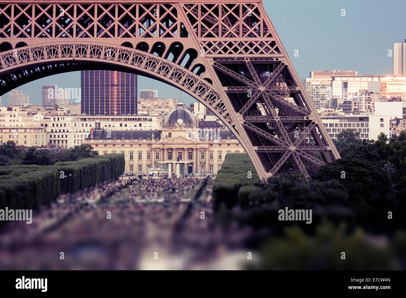 Crowds under Eiffel Tower, Champ de Mars, Paris, France - Stock Image