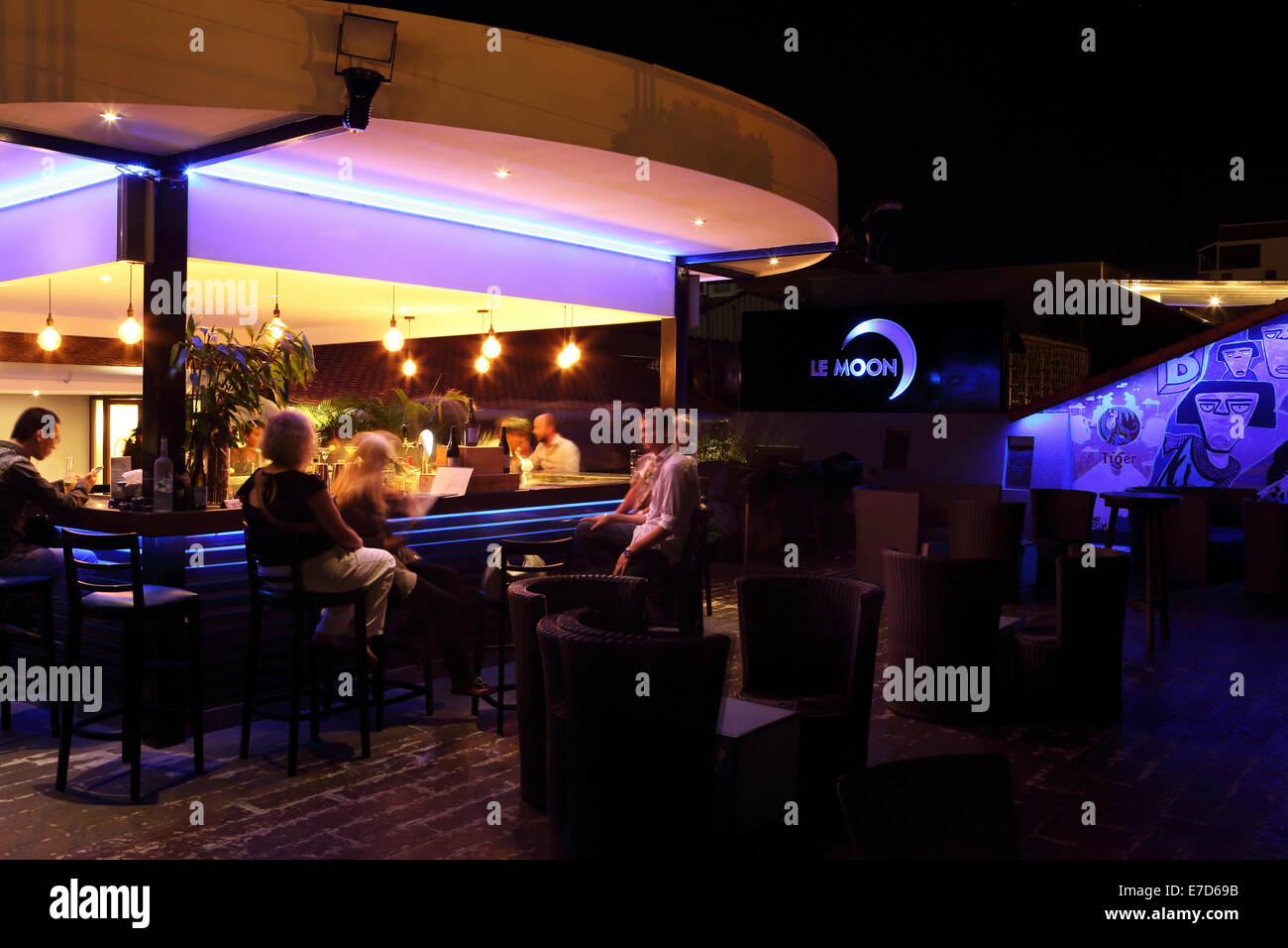 Le Moon rooftop bar in Phnom Penh, Cambodia. The bar is an upscale spot for cocktails, wine and beer. - Stock Image