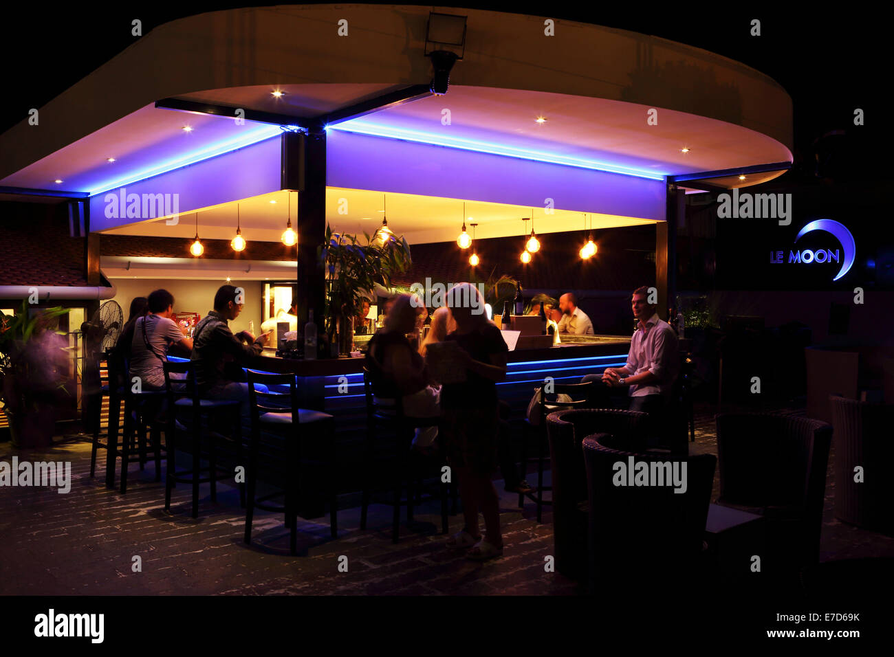 Le Moon rooftop bar in Phnom Penh, Cambodia. - Stock Image