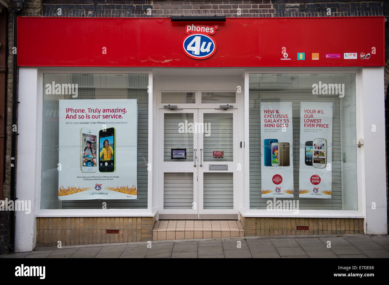 Aberystwyth, Wales, UK. 15th Sept, 2014. All 550 branches of UK mobile phone retailer Phones4U are closed this morning - Stock Image