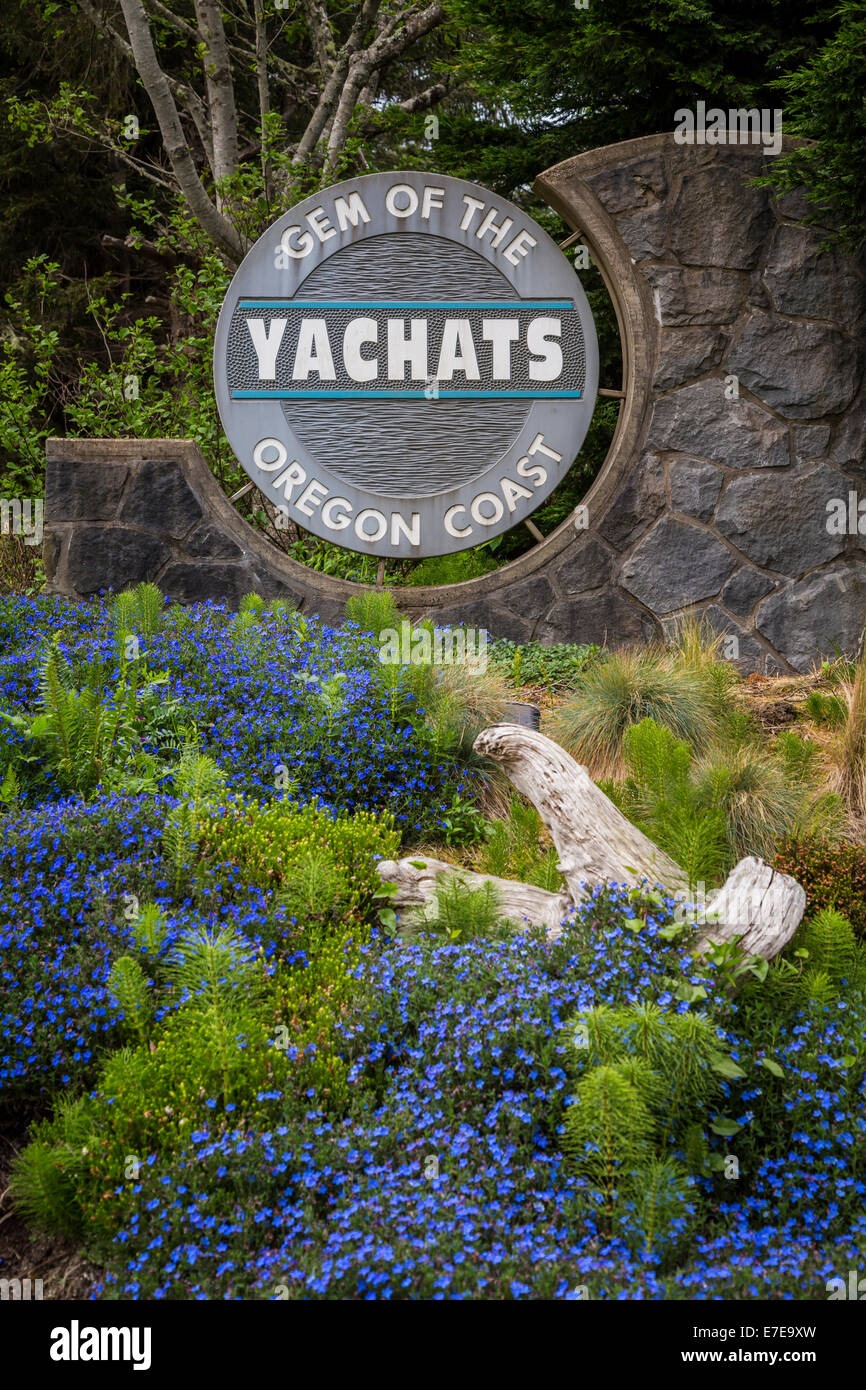The sign for the seaside community of Yachats, Oregon, USA. - Stock Image