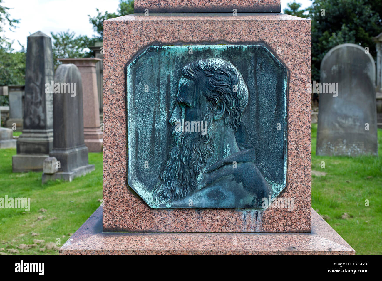 Bronze plaque featuring the profile of Robert William Thomson (1822-73), Engineer and inventor of the pneumatic - Stock Image