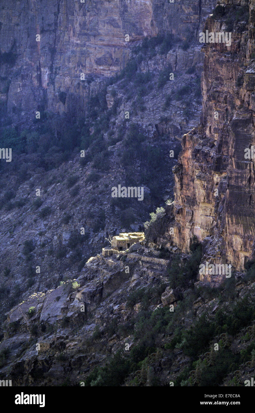 REMOTE MOUNTAINSIDE HOUSES KNOWN AS HABALA  ON A CLIFF SIDE WITHIN ASIR NATIONAL PARK  IN SAUDI ARABIA - Stock Image