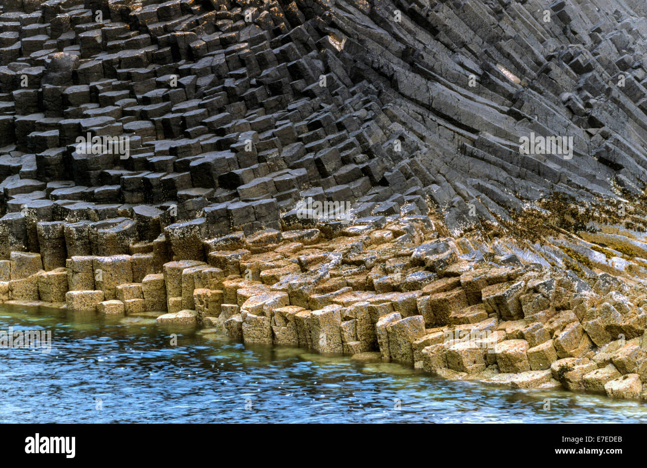 VOLCANIC ROCK FORMATION  ON STAFFA ISLAND OUTER HEBRIDES SCOTLAND - Stock Image