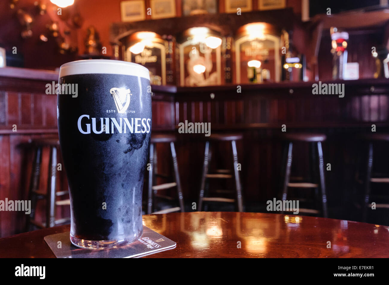 pint of guinness in a traditional irish pub stock photo 73466933 alamy. Black Bedroom Furniture Sets. Home Design Ideas