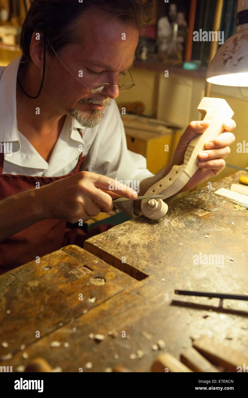 Violin maker in workshop in Rome - Stock Image