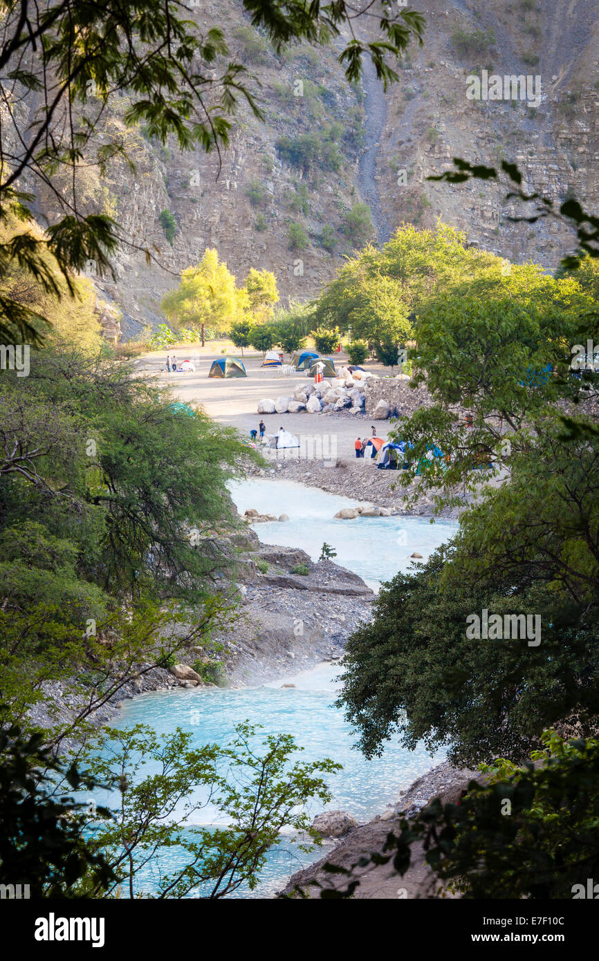 Tents line the turquoise river at Tolantongo Hot Springs in Hidalgo, Mexico. - Stock Image