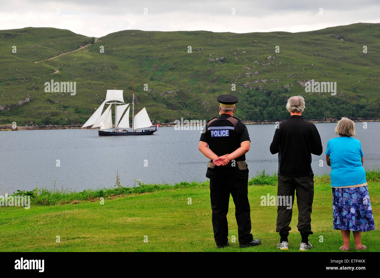 People on the shore looking at the Dutch two-masted Topschoner Wylde Swan on Loch Broom, Ullapool, Caithness Stock Photo