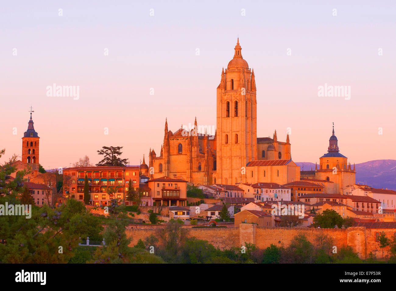 Segovia Cathedral, at sunset, Segovia, Castile and León, Spain - Stock Image