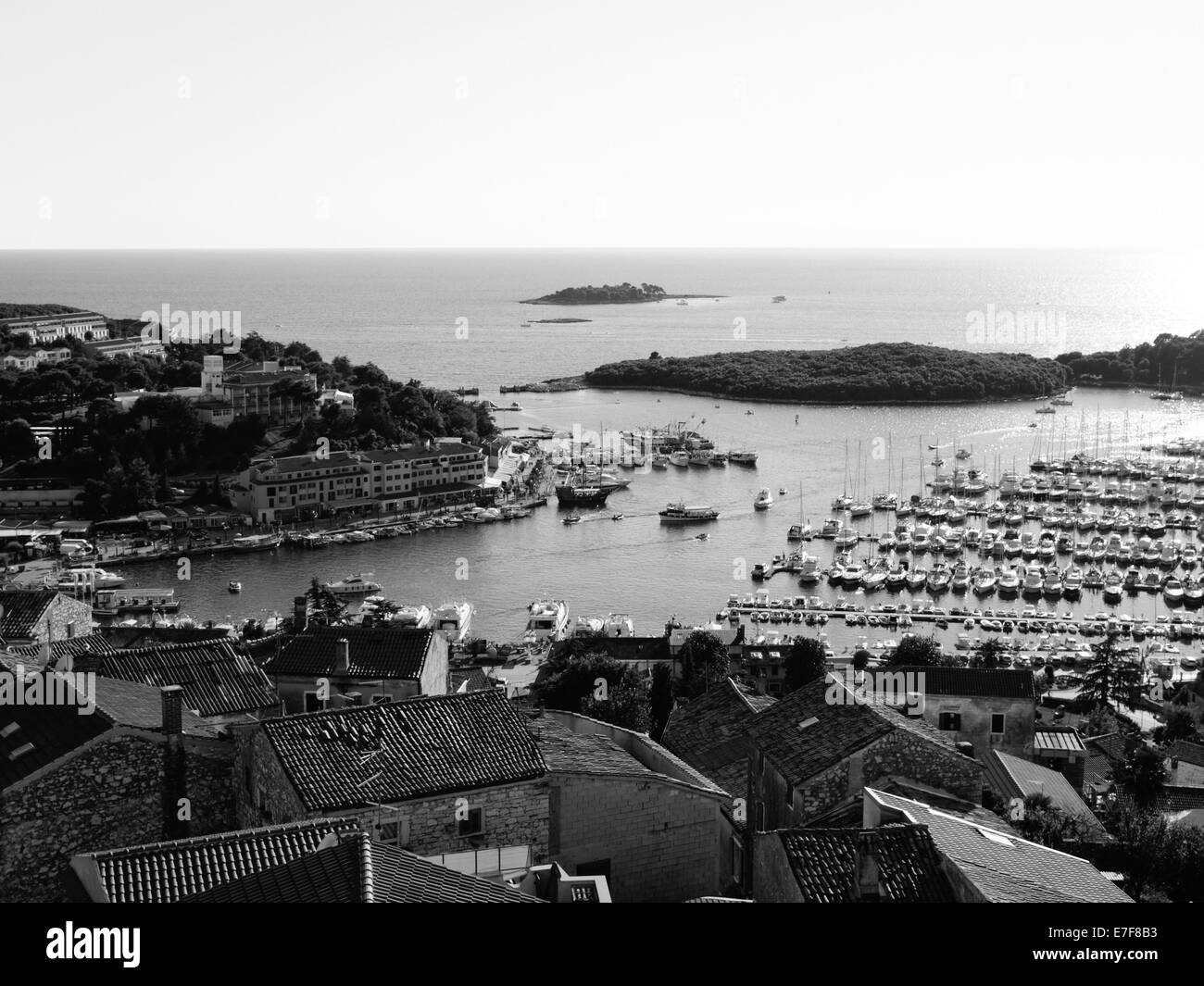 Vrsar port.  Both old and new city can be seen, along with parked boats and yachts - Stock Image