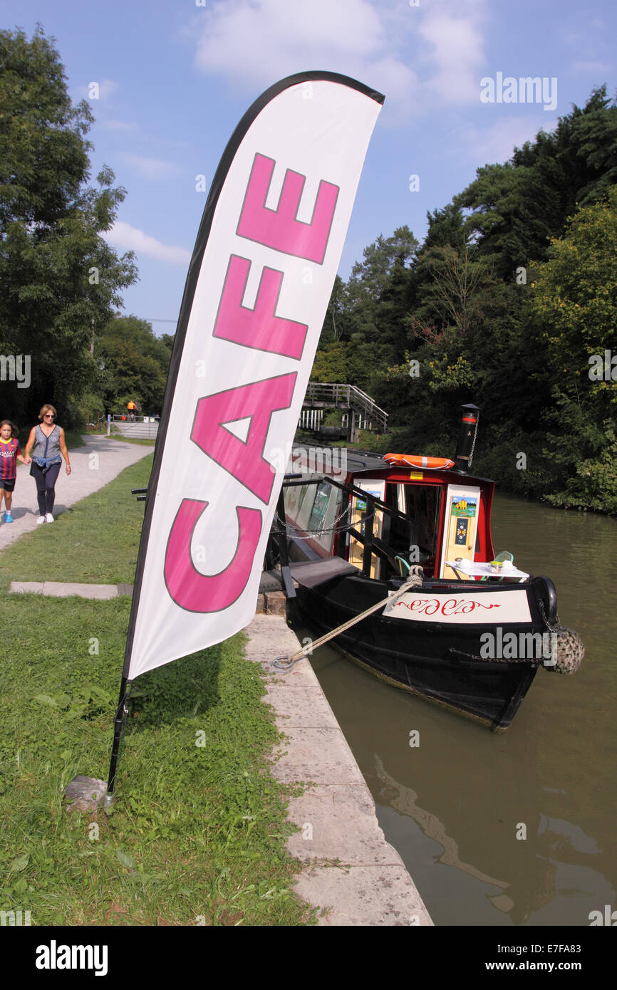 Avon and Kennett canal floating narrowboat cafe moored along the towpath near Bradford on Avon - Stock Image
