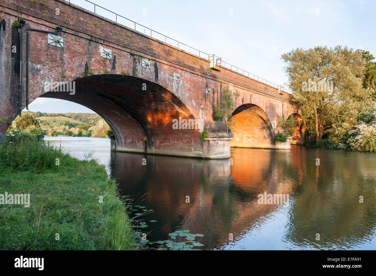 Gatehampton Railway Bridge, designed by Isambard Kingdom Brunel. Lower Basildon, Berkshire, England, GB, UK. Stock Photo