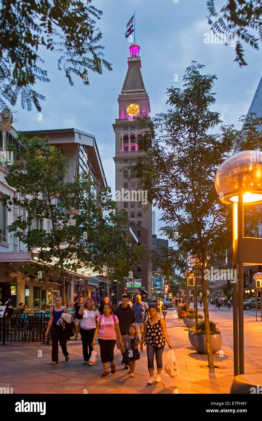Denver, Colorado - People strolling on Denver's 16th Street pedestrian mall at dusk. - Stock Image