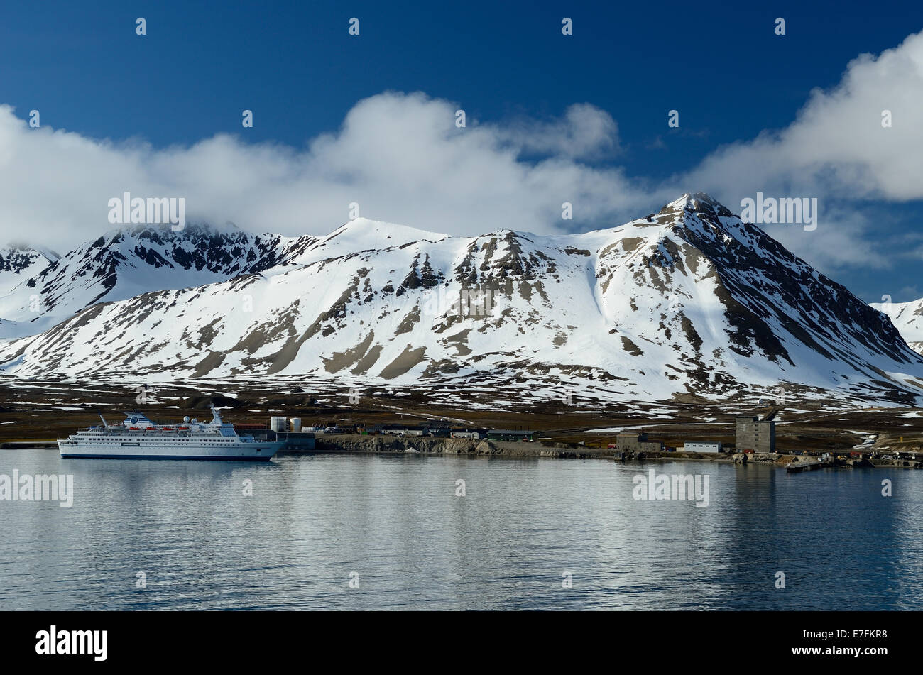 MS Delphin moored in Kongsfjord (Kings Bay) at Ny Alesund, the world's most northerly settlement. - Stock Image