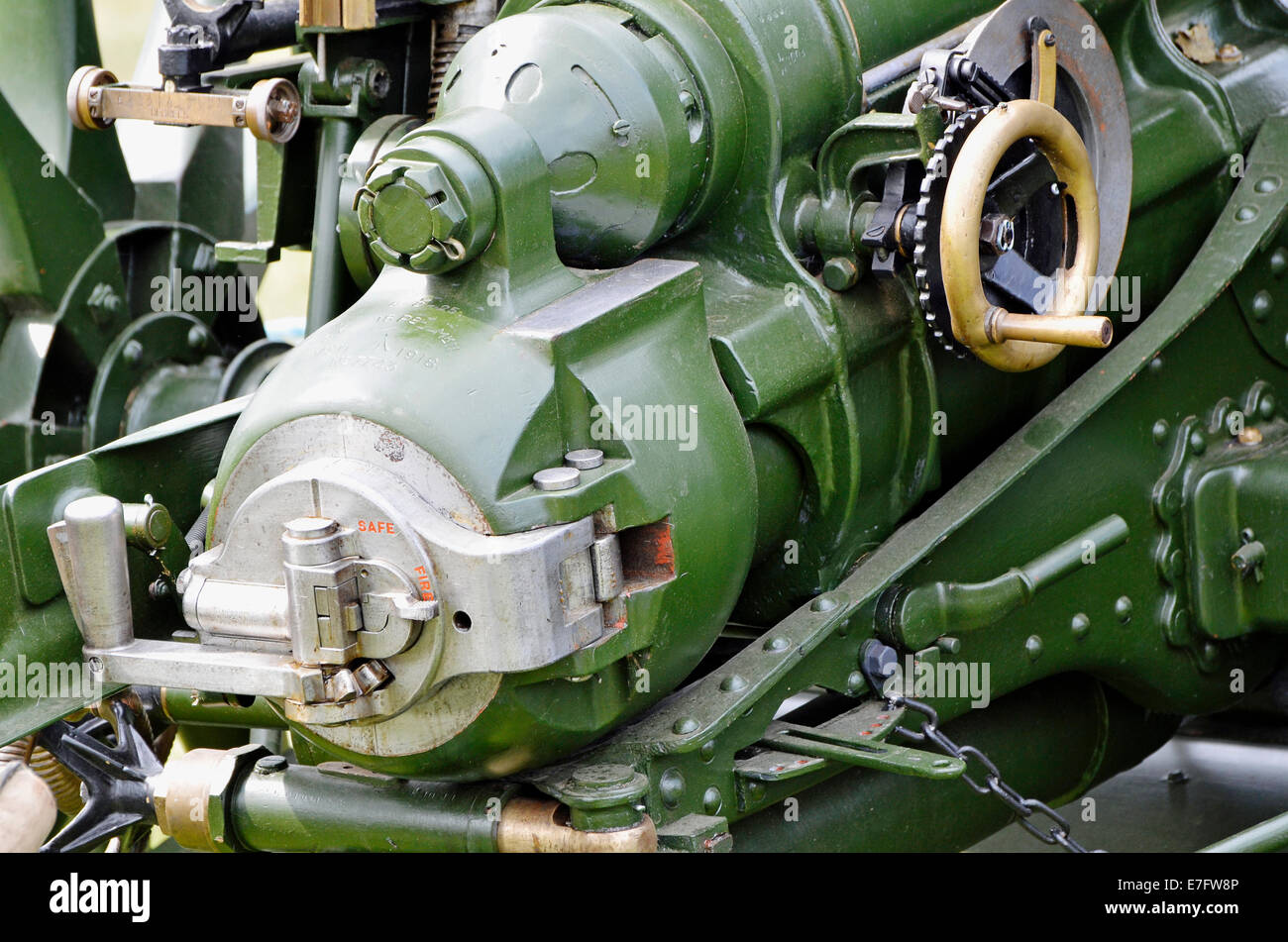 Breech, loading, aiming and firing controls of a British Army WW1 18 pounder field gun - Stock Image