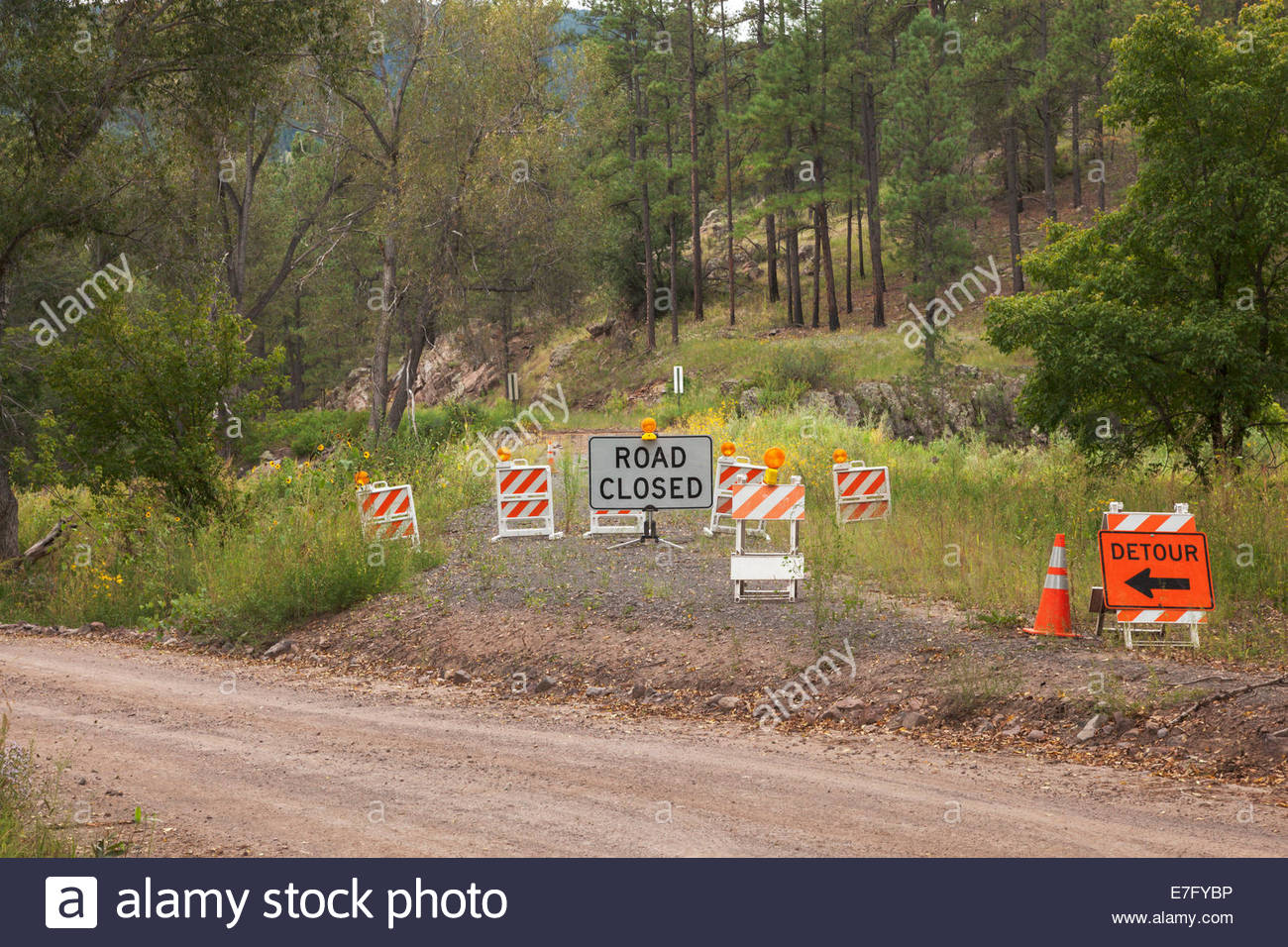 Warning Signs Road Closed for washed out bridge Blue River FR 281Apache National Forest Catron County 'New Mexico' - Stock Image