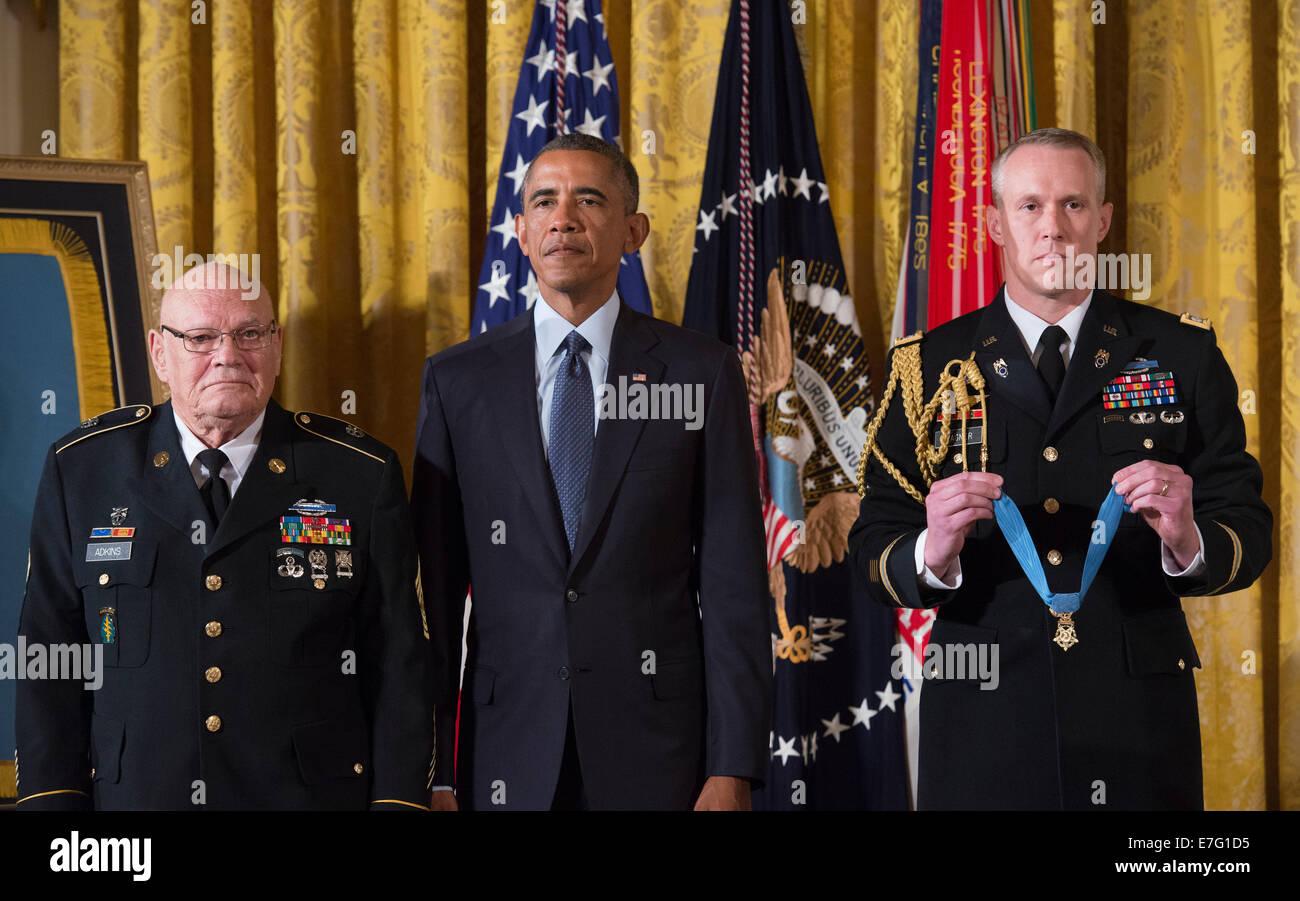 US President Barack Obama awards the Medal of Honor to ...