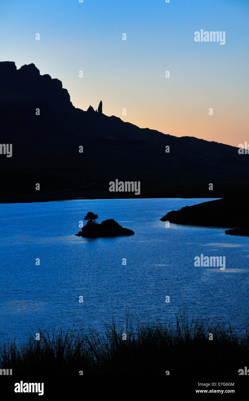 View at dusk across Loch Fada to The Storr with the Old Man of Storr pinnacle, Trotternish Peninsula, Ross, Skye - Stock Image