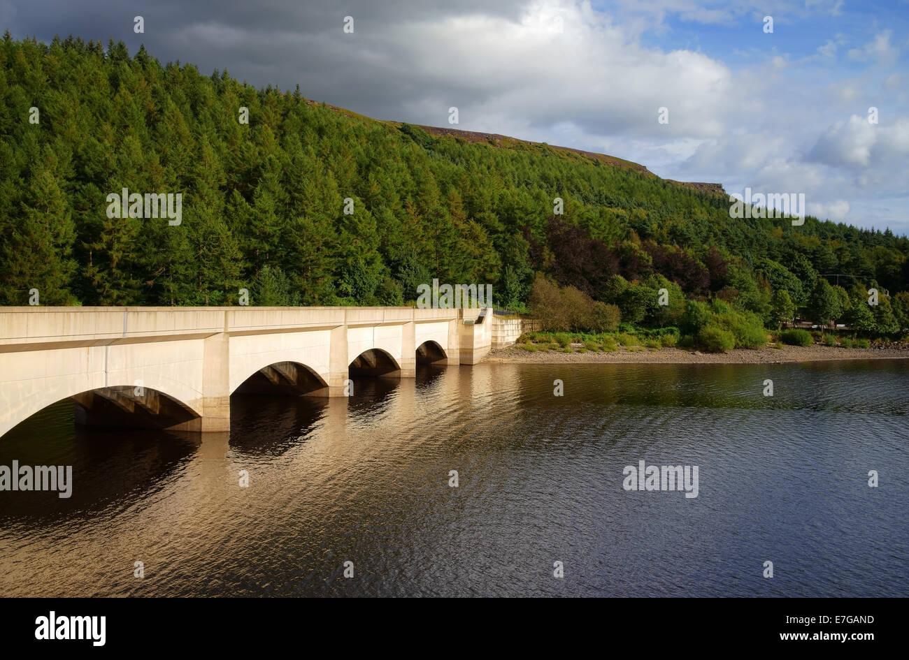 UK,Derbyshire,Peak District,Ladybower Reservoir looking towards Ladybower  Viaduct & Bamford Tor - Stock Image
