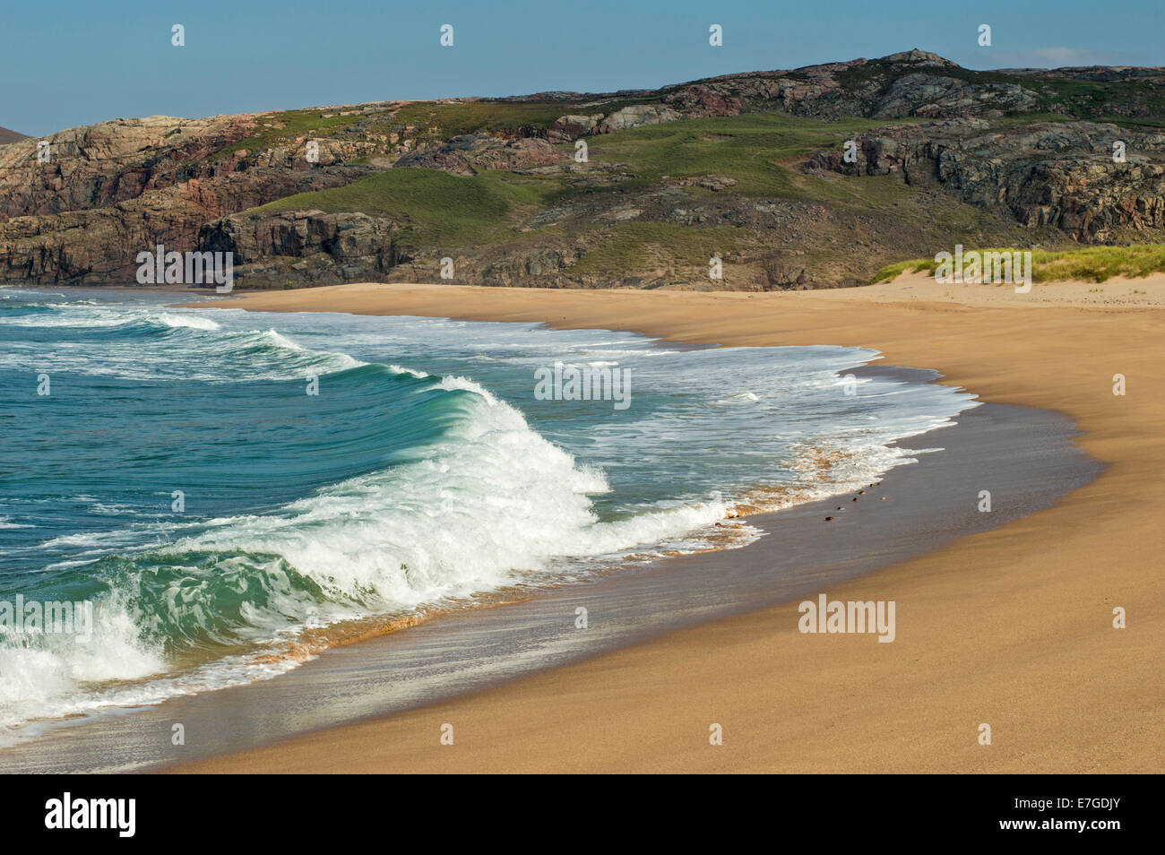 SANDWOOD BAY SUTHERLAND SCOTLAND HUGE WAVES BREAKING OVER THE SAND BEACH - Stock Image