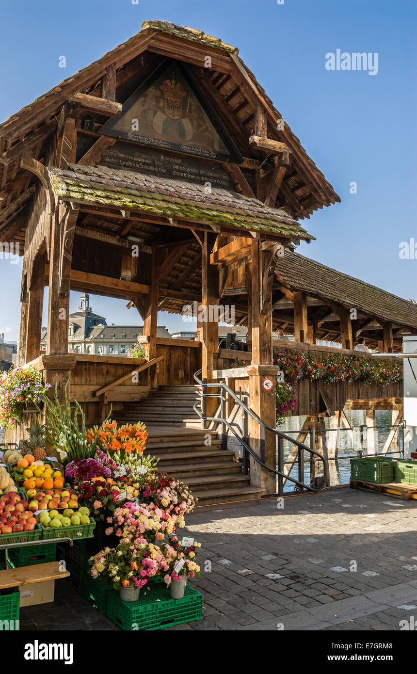 Flower stand in front of the Chapel Bridge (Kapellbrücke) at the old town of Lucerne at the Lake Lucerne, Switzerland. - Stock Image