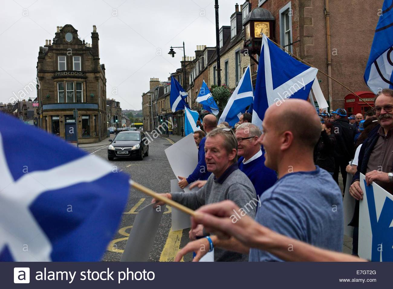 Hawick, Scottish Borders, UK, 17th September 2014 - 'Yes' campaigners encourage motorists to beep their - Stock Image
