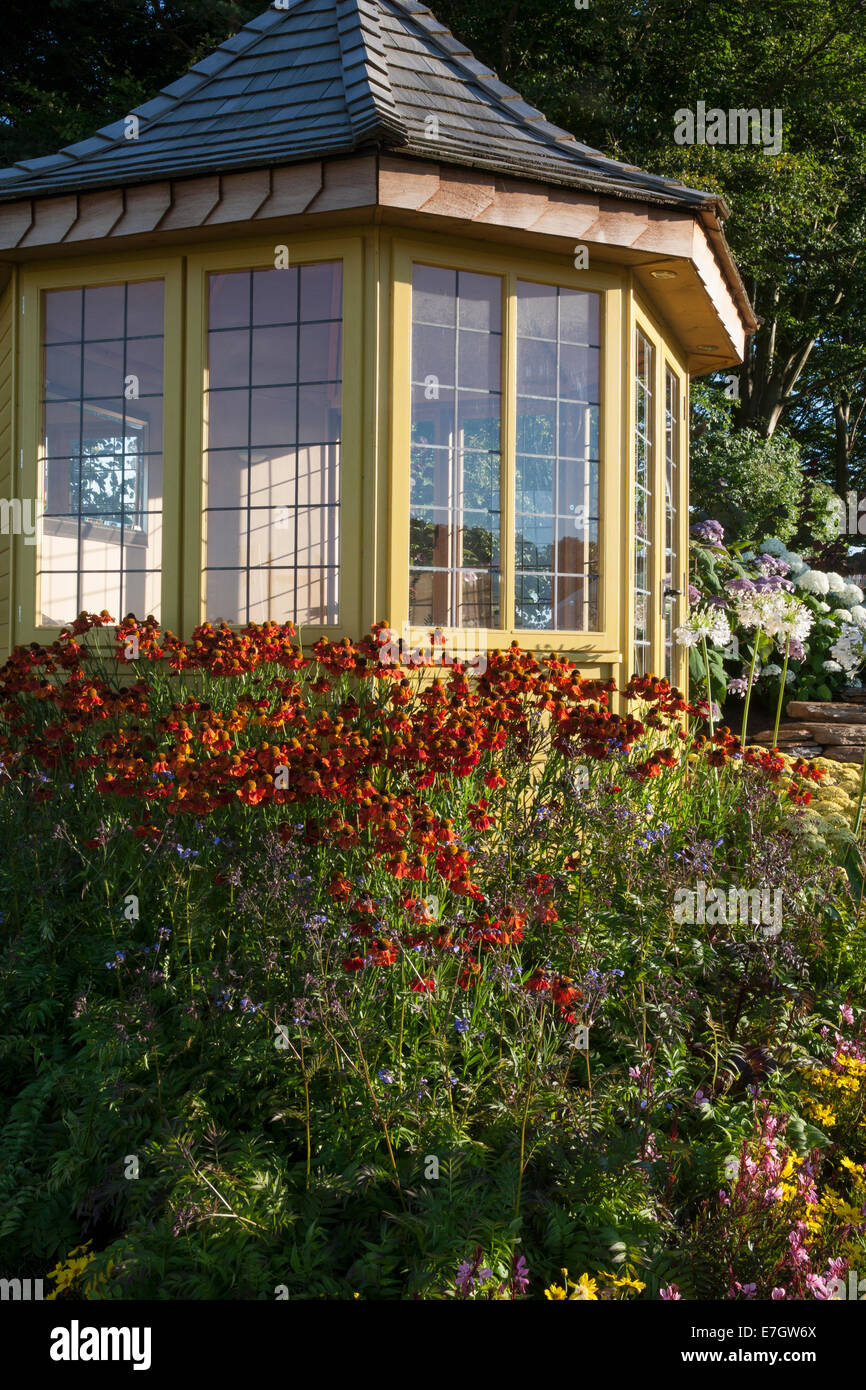 Garden - The Water Garden - summerhouse with Helenium Morheim Beauty - Designer - Harry Levy Tatton Park 2014 C - Stock Image