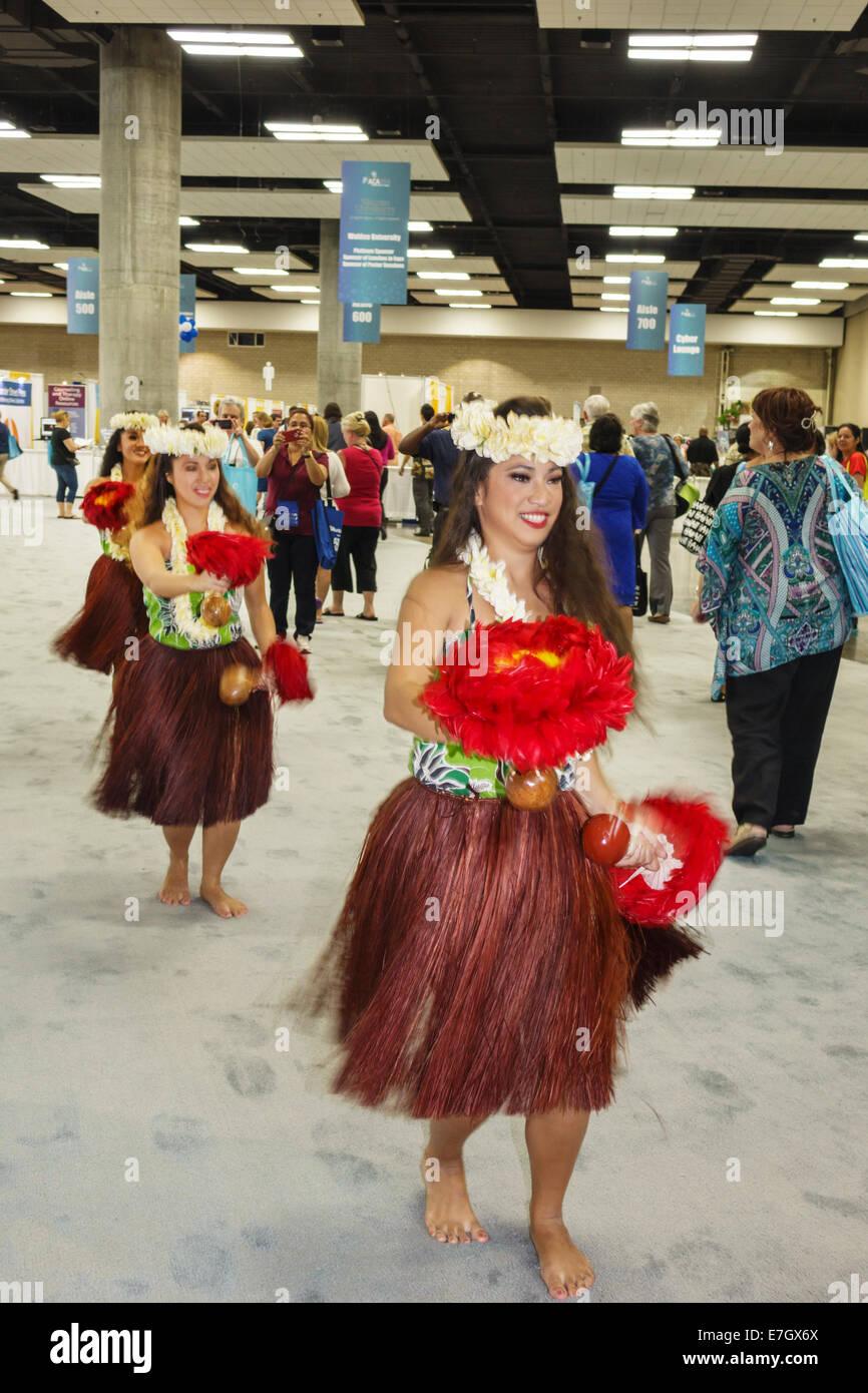 Honolulu Hawaii Hawaiian Oahu Convention Center centre inside interior hula dancer greeter grass skirt flower lei - Stock Image