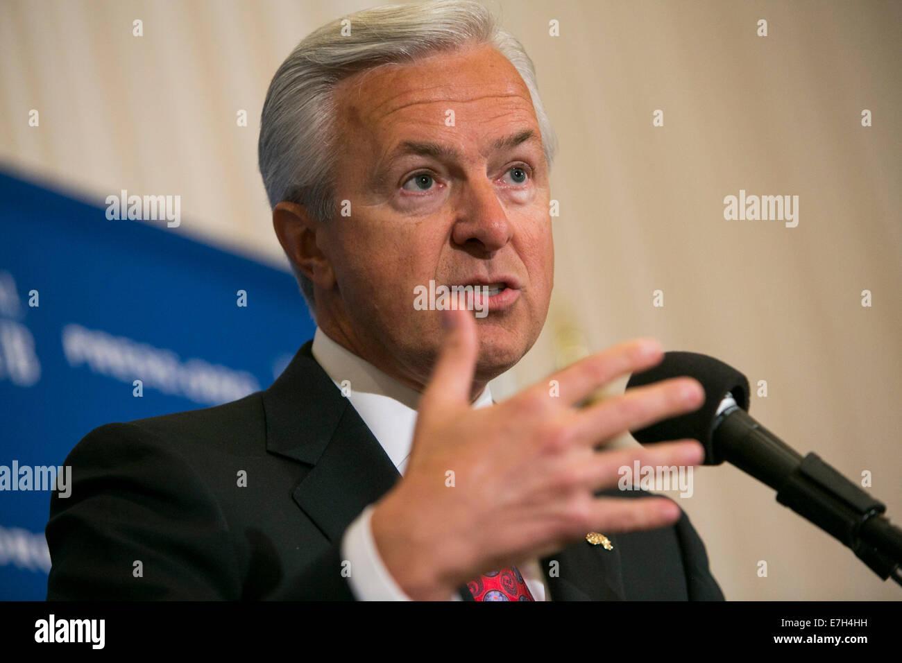 Washington DC, USA. 17th Sep, 2014. Wells Fargo & Company Chairman, President and CEO John Stumpf delivers remarks Stock Photo