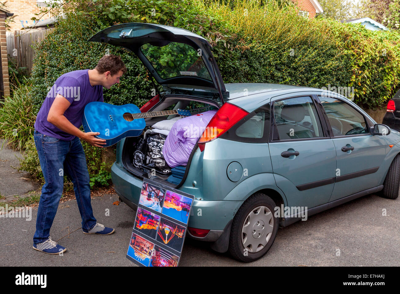 Off To University, A Student Prepares To Leave Home In Sussex To Go To University In Canterbury, England - Stock Image
