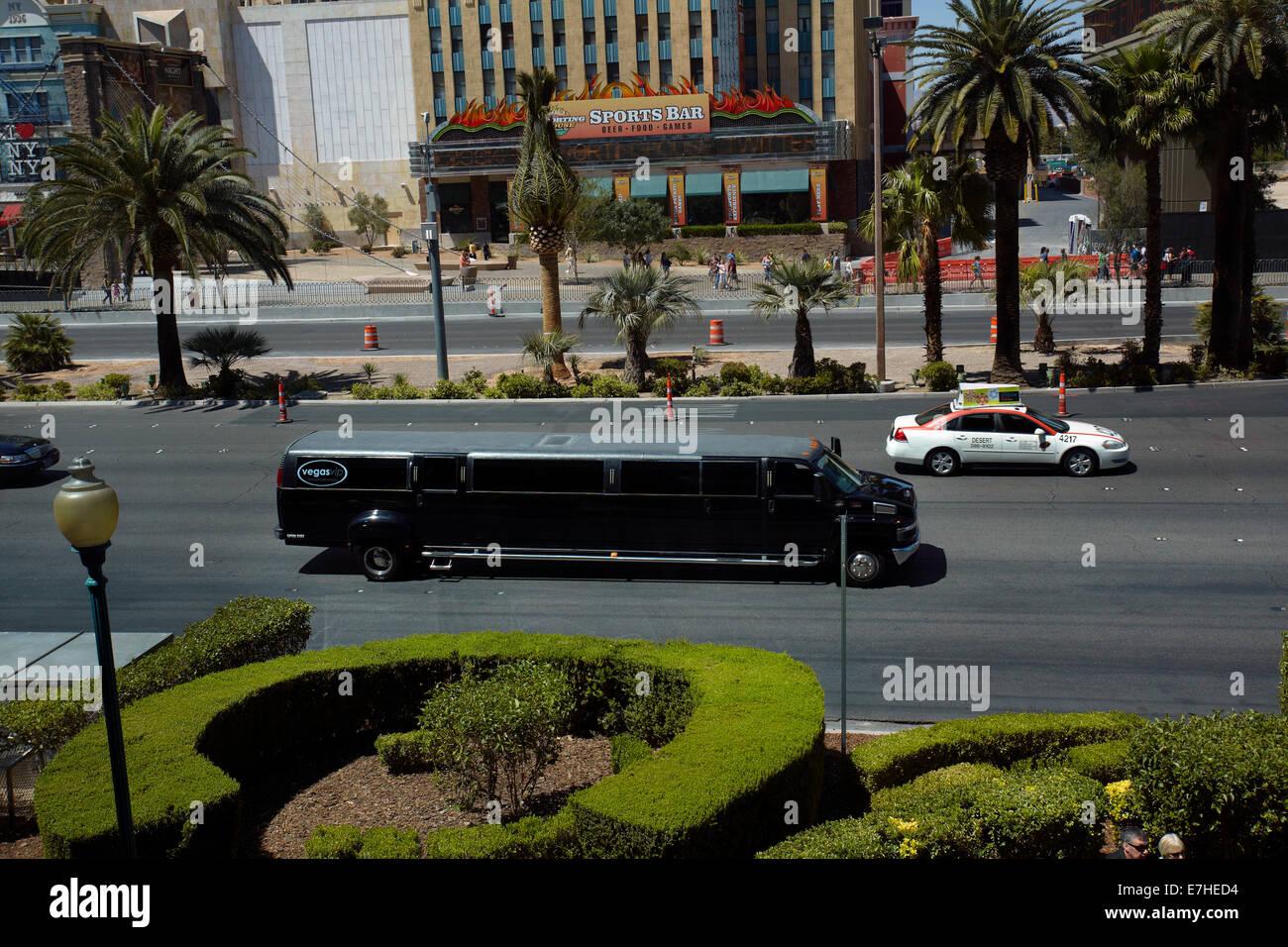 Giant limousine on Las Vegas Boulevard (The Strip), Las Vegas, Nevada, USA - Stock Image