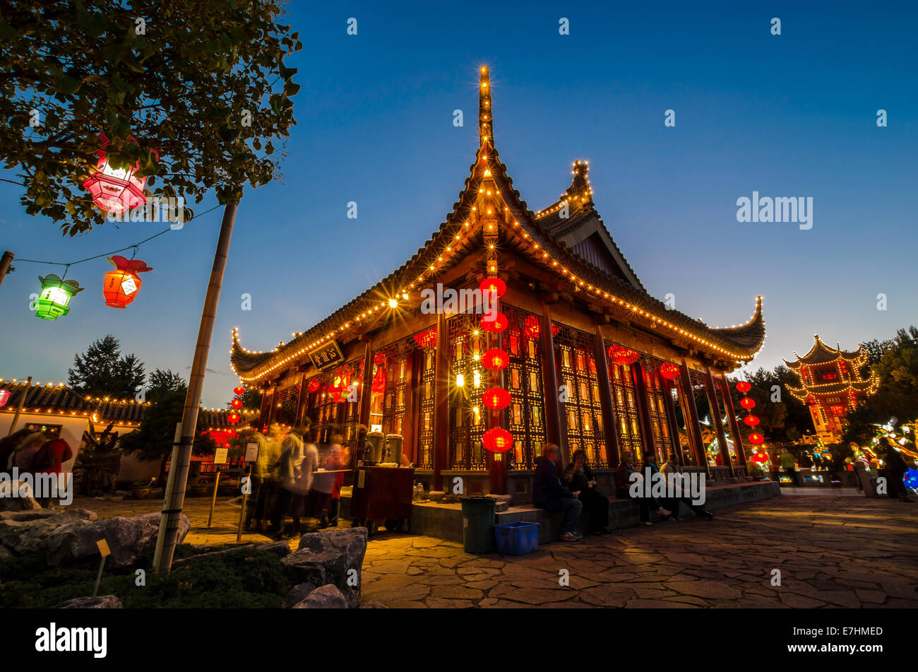 Chinese Lanterns Garden Stock Photos & Chinese Lanterns Garden Stock ...