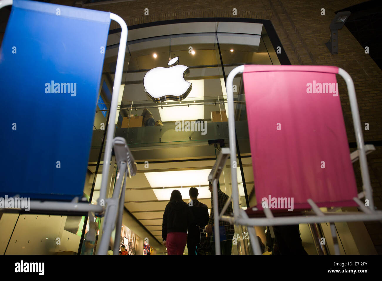 Blefast, Northern Ireland. 18th September, 2014.  A blue and a pink chair outside the Apple shop in Belfast. People Stock Photo